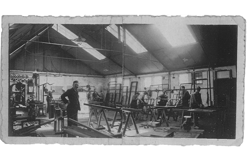 Workshop of MHB in the 1930s with several profile systemss